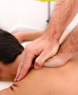http://fisioterapiavillena.com/wp-content/uploads/2015/11/terapia-manual-manos-tratamiento-manual-02-1.jpg