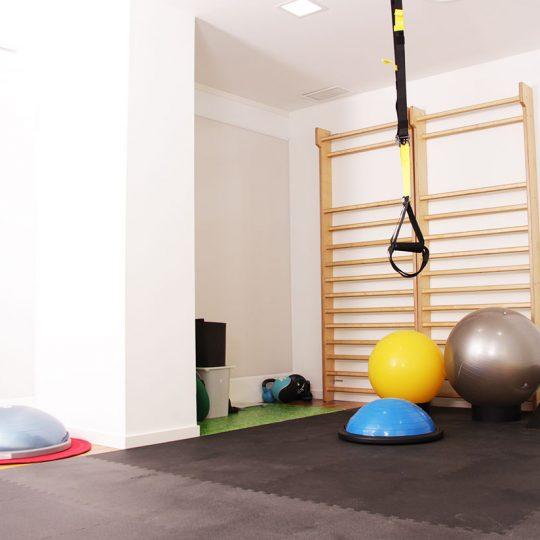 http://fisioterapiavillena.com/wp-content/uploads/2017/03/gimnasio-ejercicio-clinico-terapeutico-540x540.jpg